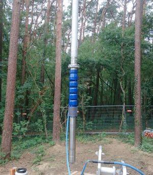 Einbau neuer Pumpen mittels Ladekrahn